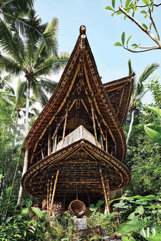 Madeira e bambu para uma casa bem diferente