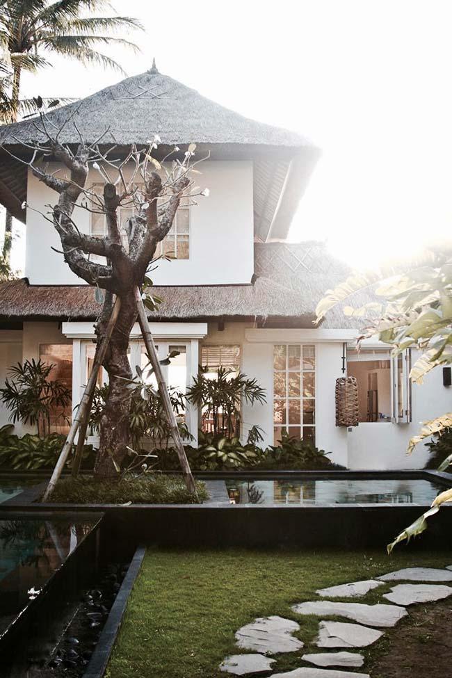 Casa de alvenaria com telhado de palha