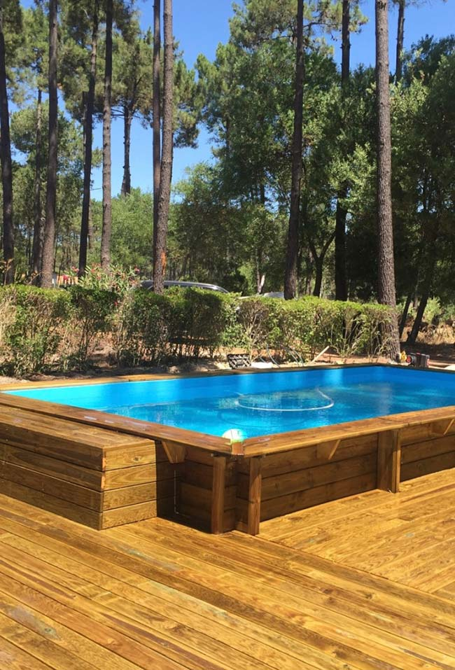 Revestimento de pallet na piscina