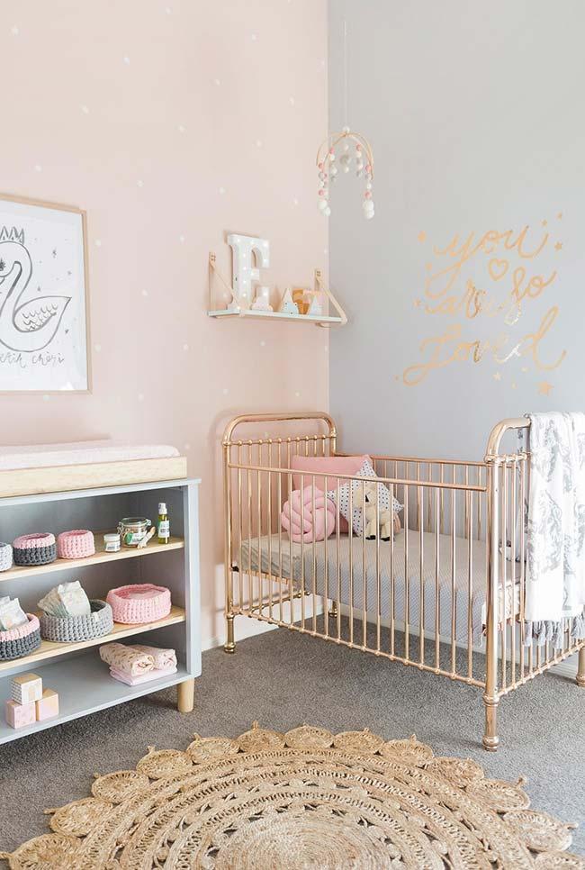 Dourado para dar um toque final nesse quarto lindo de bebê