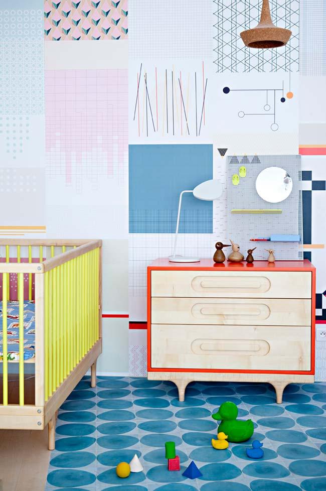 Móveis de madeira no quarto de bebe lindo