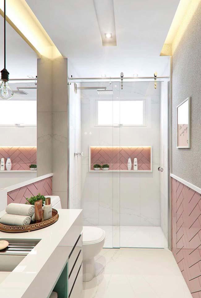 Banheiro pequeno decorado branco e rosa