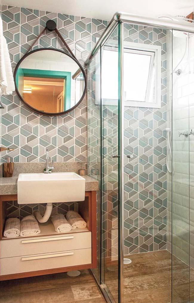 Portas de correr do box otimizam o espaço do banheiro pequeno decorado
