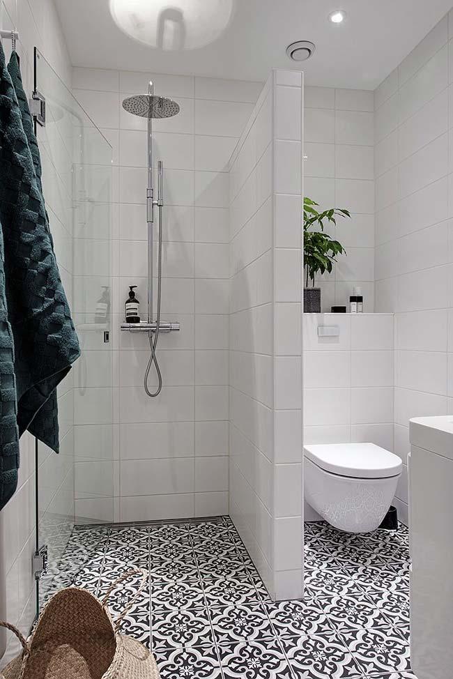 Escolha o local do banheiro pequeno decorado que receberá mais destaque