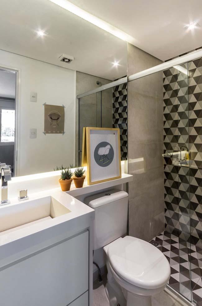 Armário embutido em banheiro pequeno decorado