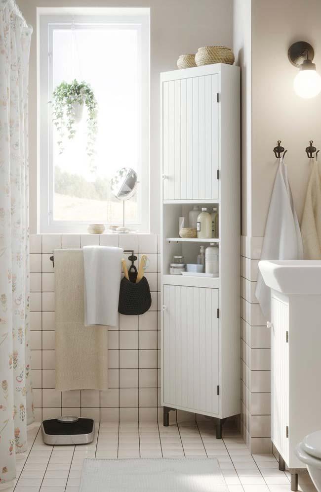 Banheiros pequenos decorados com iluminação natural são raros