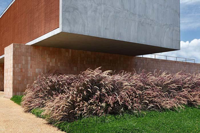 Visual marcante na entrada da casa