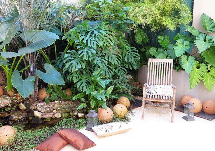 Um jardim de folhagens cheio de xanadus