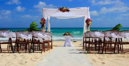 Casamento ao ar livre na praia