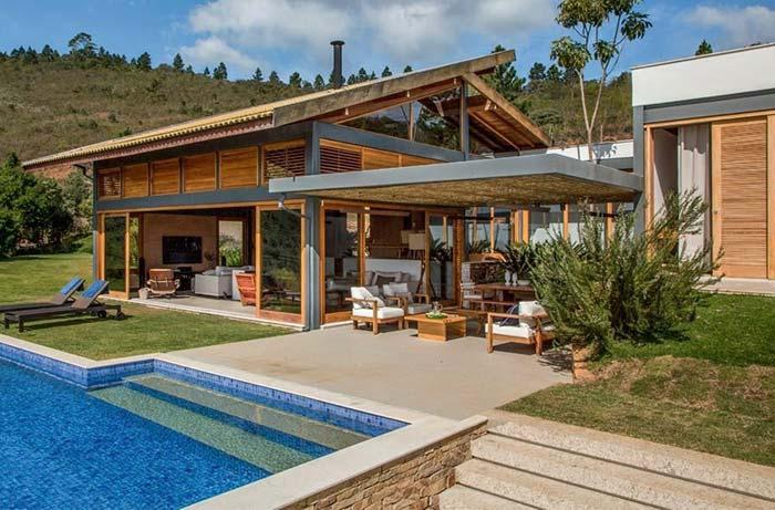 Madeira e vidro: uma combinação perfeita para casas de fazenda