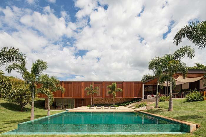 Casas de fazenda: área espaçosa para a piscina