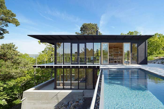 Casas de fazenda: e que tal apreciar a vista da piscina da casa?