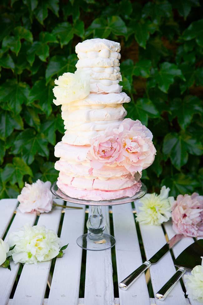 Bolo de casamento simples: naked cake com camadas iguais