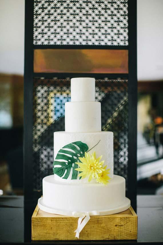 Costela de adão no bolo de casamento simples