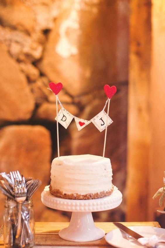 Suporte alto para bolo de casamento simples