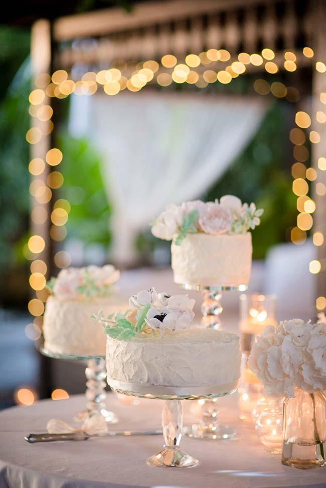 Use mais de um bolo de casamento simples