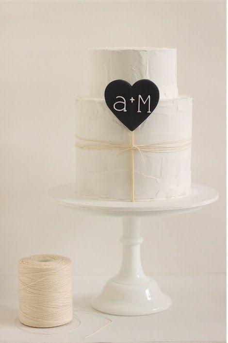 Bolo de casamento simples minimalista