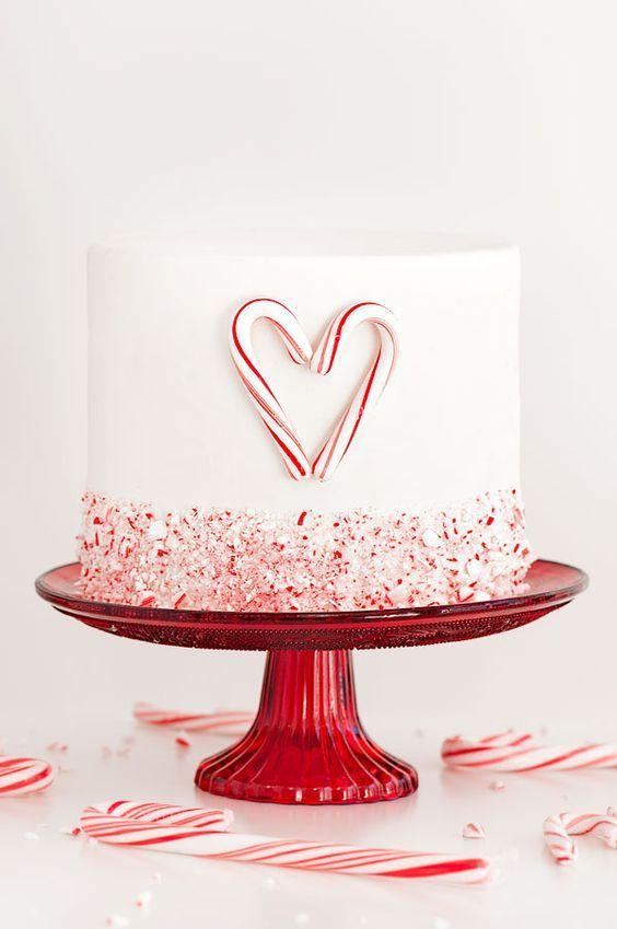 Bolo de casamento simples branco e vermelho