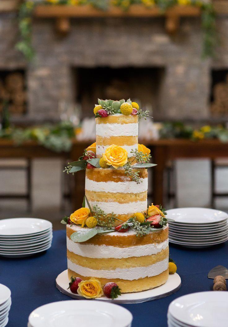Se amarelo é a cor do casamento, use-a no bolo de casamento simples