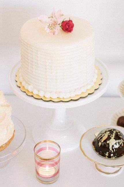 Bolo de casamento simples branco