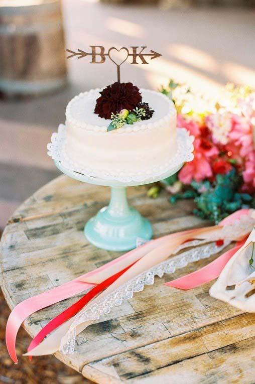 Bolo de casamento simples para mesa rustica