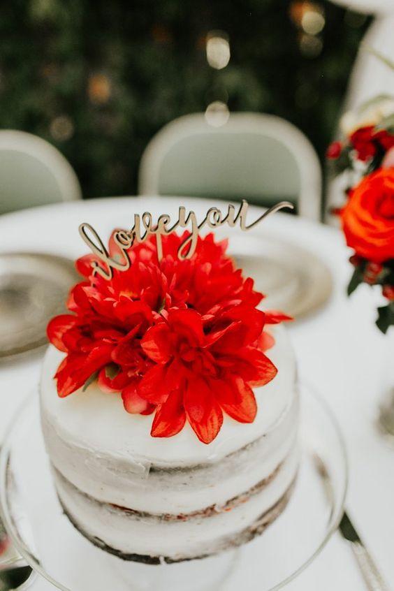 Aposte no bolo de casamento simples espatulado
