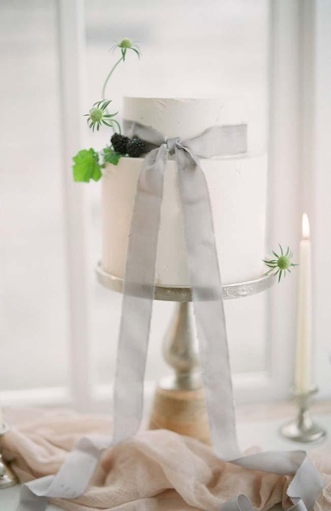 Fuja do óbvio no bolo de casamento simples