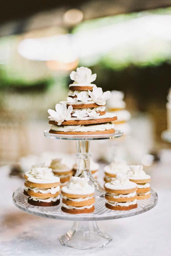 Mini naked cakes para casamento simples