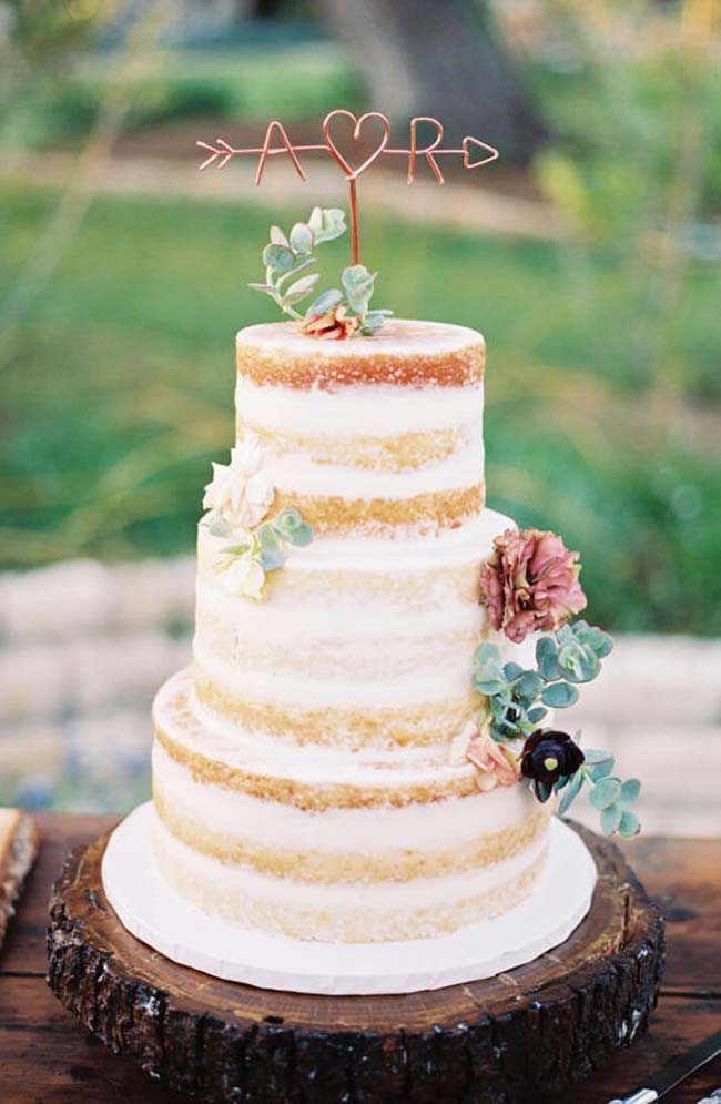Suculentas no bolo de casamento simples
