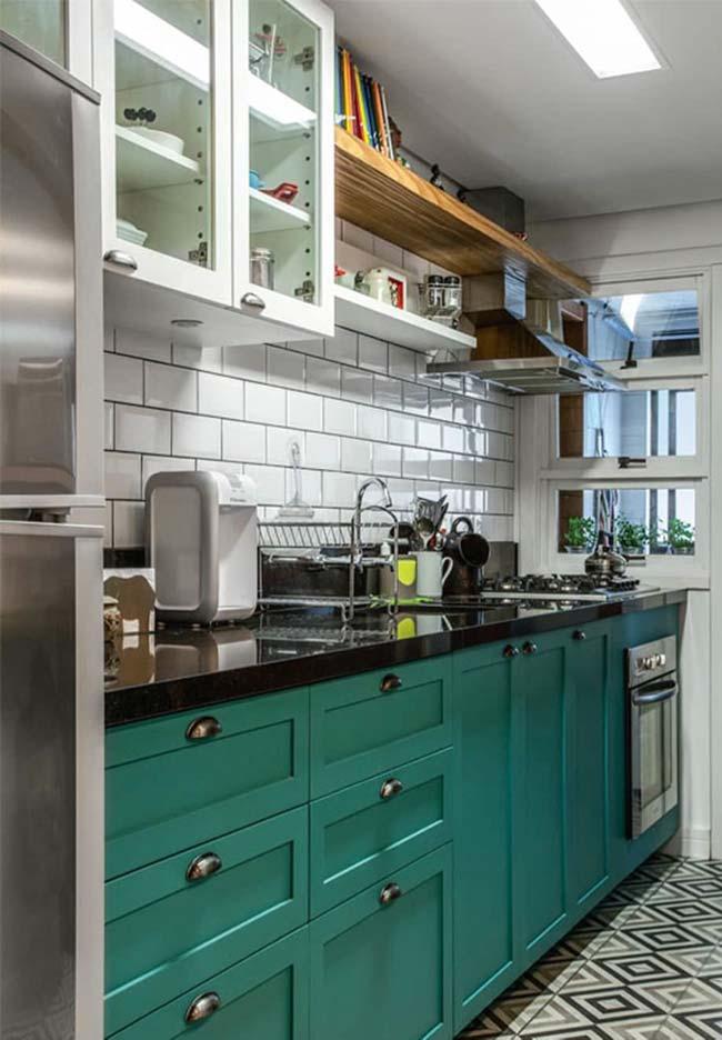 Bancada de pia de cozinha com Granito Verde Ubatuba