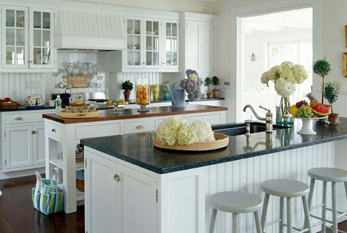 Madeira e granito Verde Ubatuba na cozinha