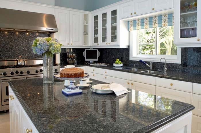 Verde Ubatuba para uma cozinha branca