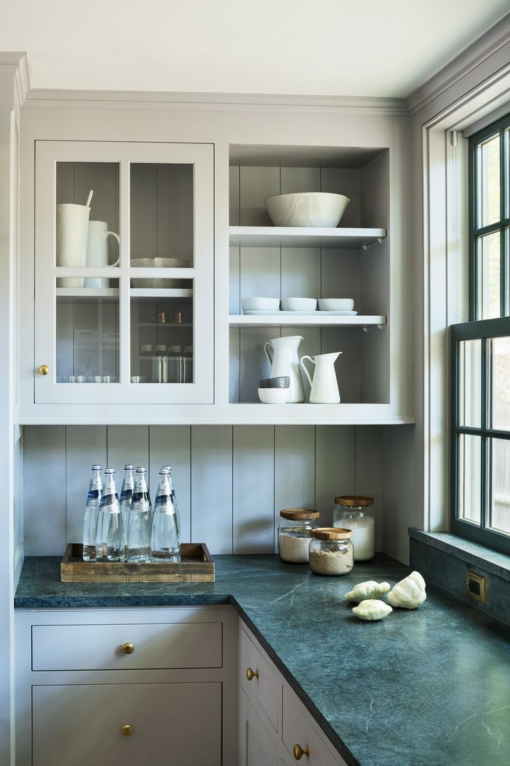 Cozinha branca com granito Verde Ubatuba