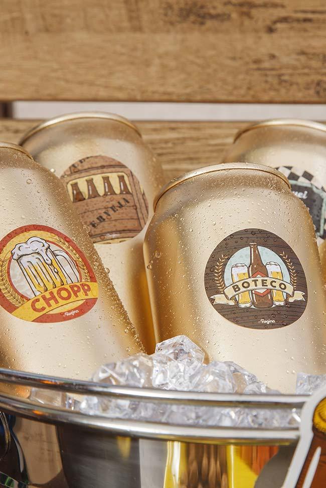 Cerveja bem gelada na festa boteco
