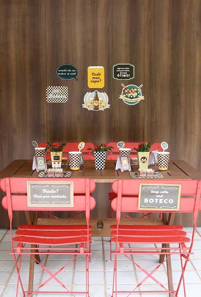 Ideia de decoração de mesa para festa boteco simples