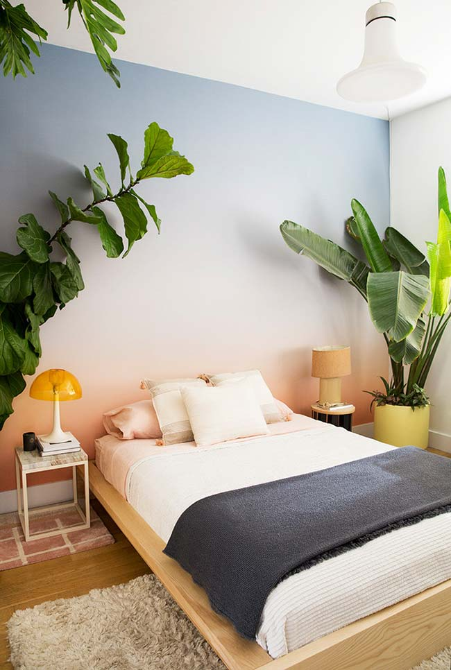 Decoração de quarto de casal num clima tropical