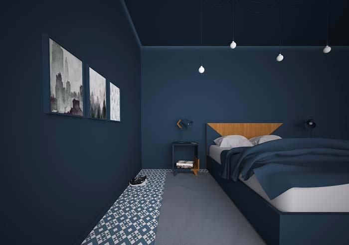 Azul fechado na decoração do quarto