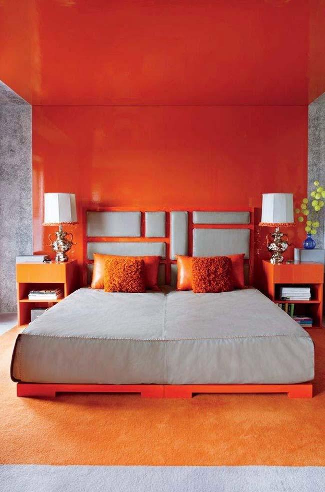 Quarto cheio de vida com laranja