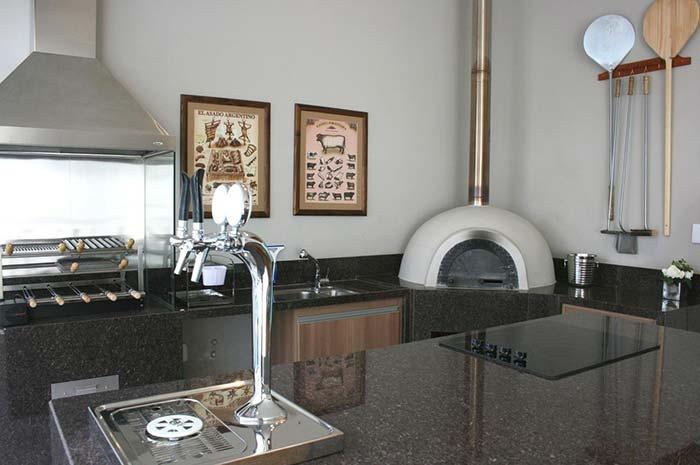 Granito marrom na área de churrasqueira