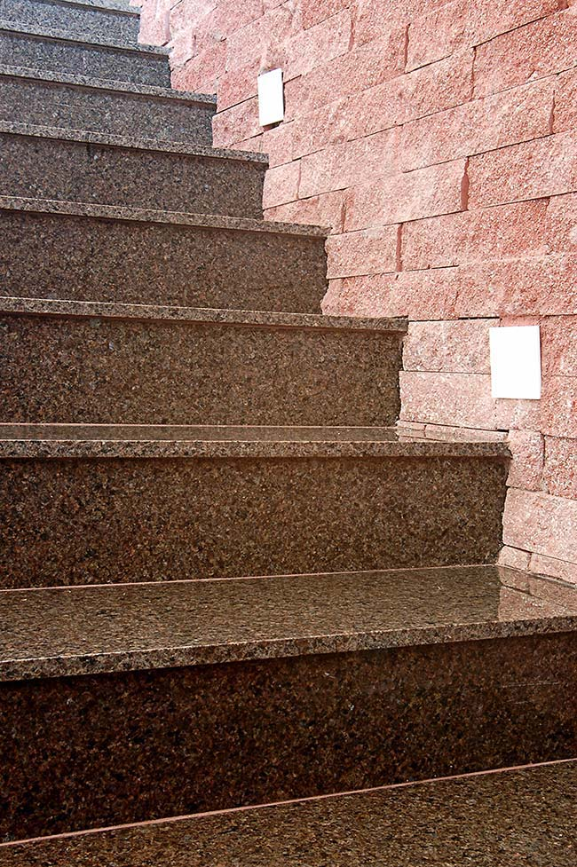 Escada com granito marrom Castor
