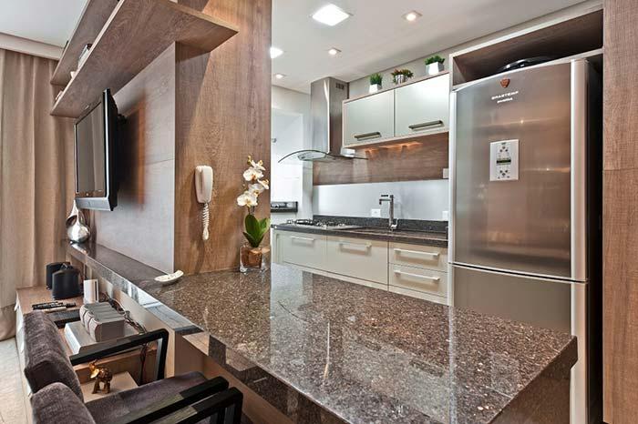 Granito marrom imperial entre a sala e a cozinha