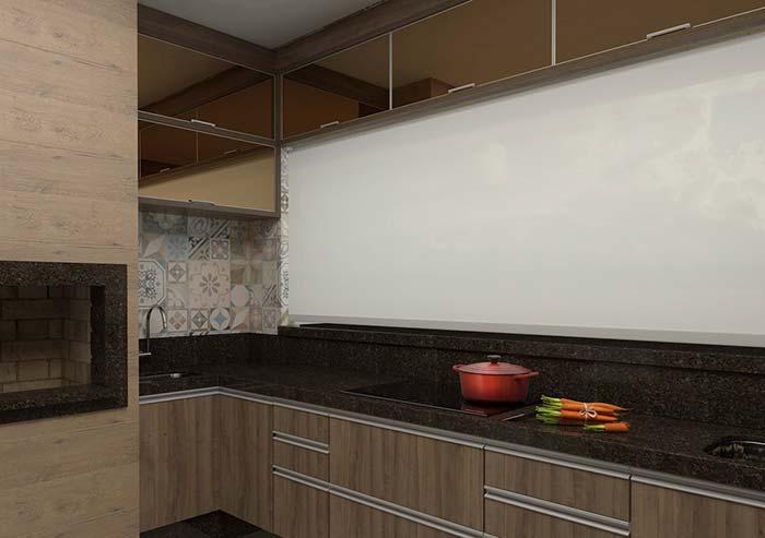 Granito marrom e parede branca