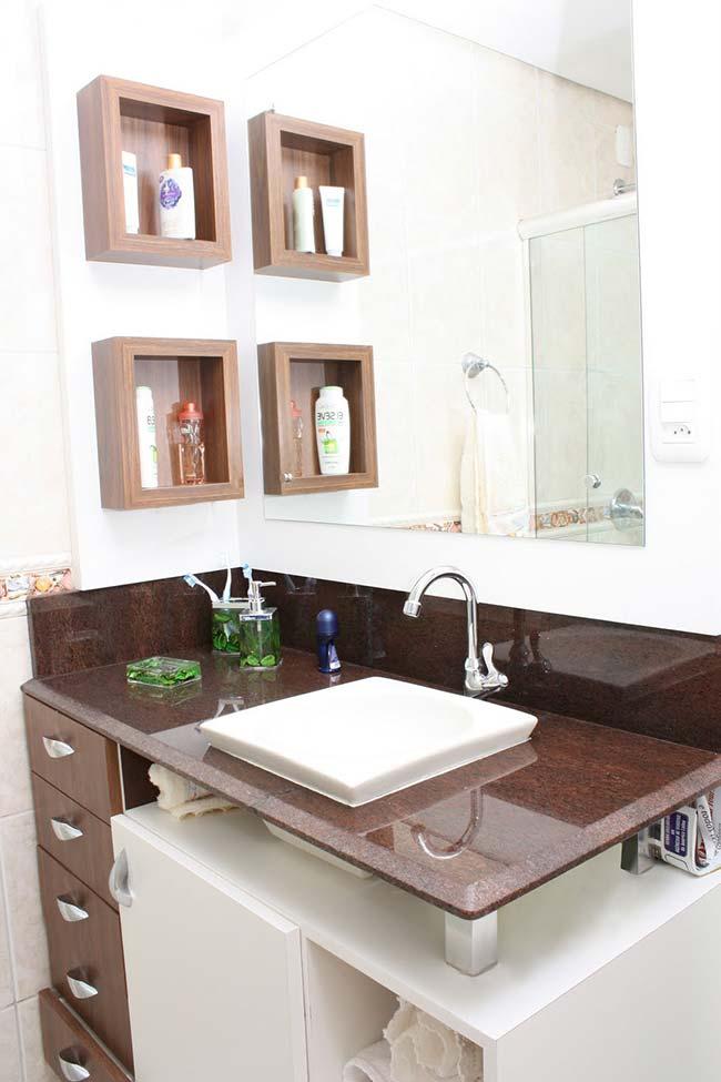 Bancada de banheiro feita com granito marrom tabaco