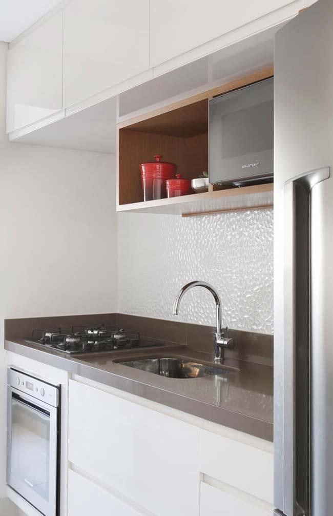 Cozinha clean e moderna com granito branco absoluto