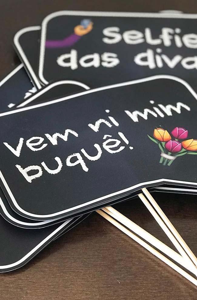 Plaquinhas para festa com linguagem informal