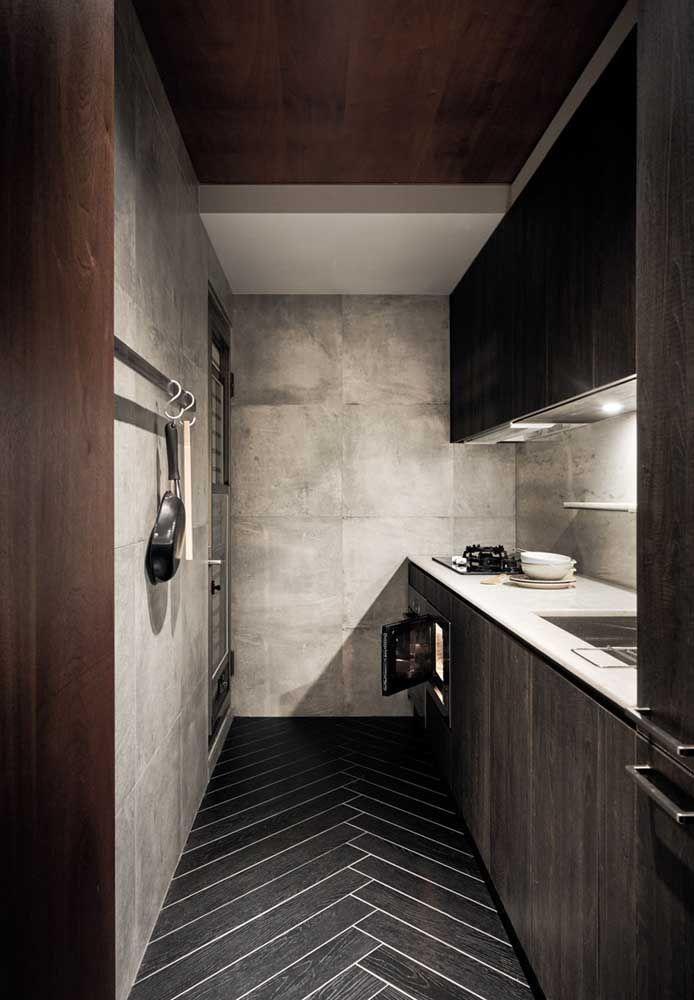 As paredes feitas de cimento queimado deixa o ambiente mais sofisticado