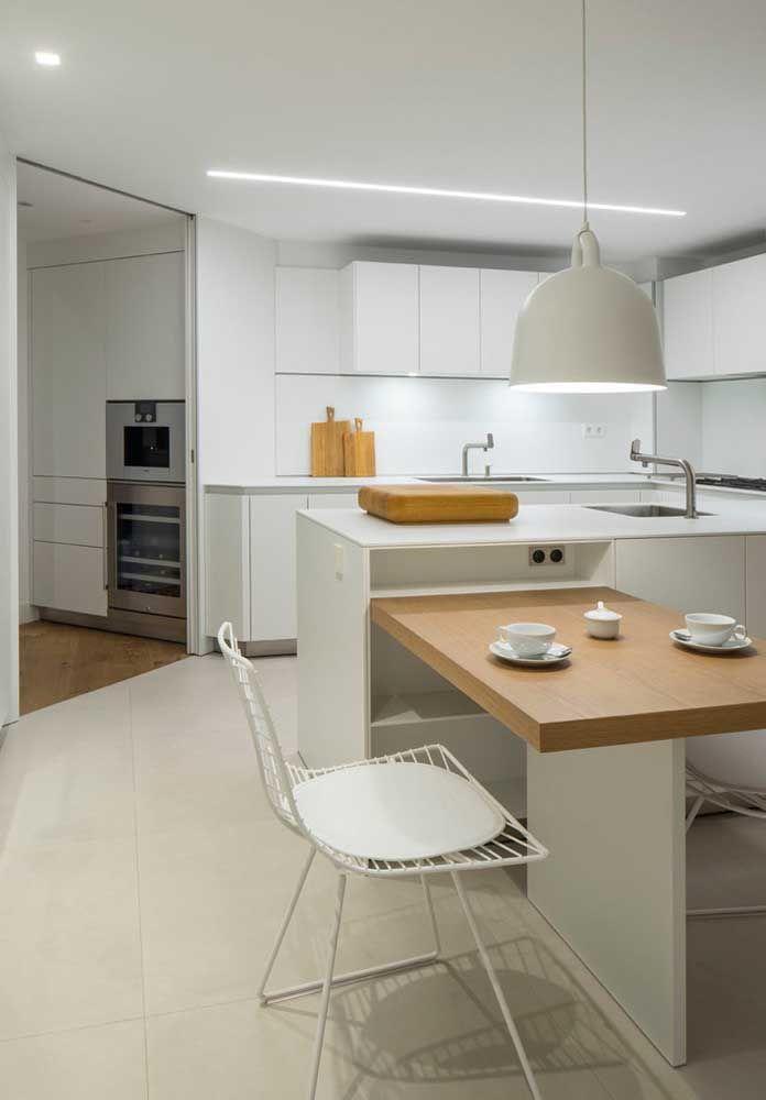 Uma cozinha toda branca pode ser muito chique