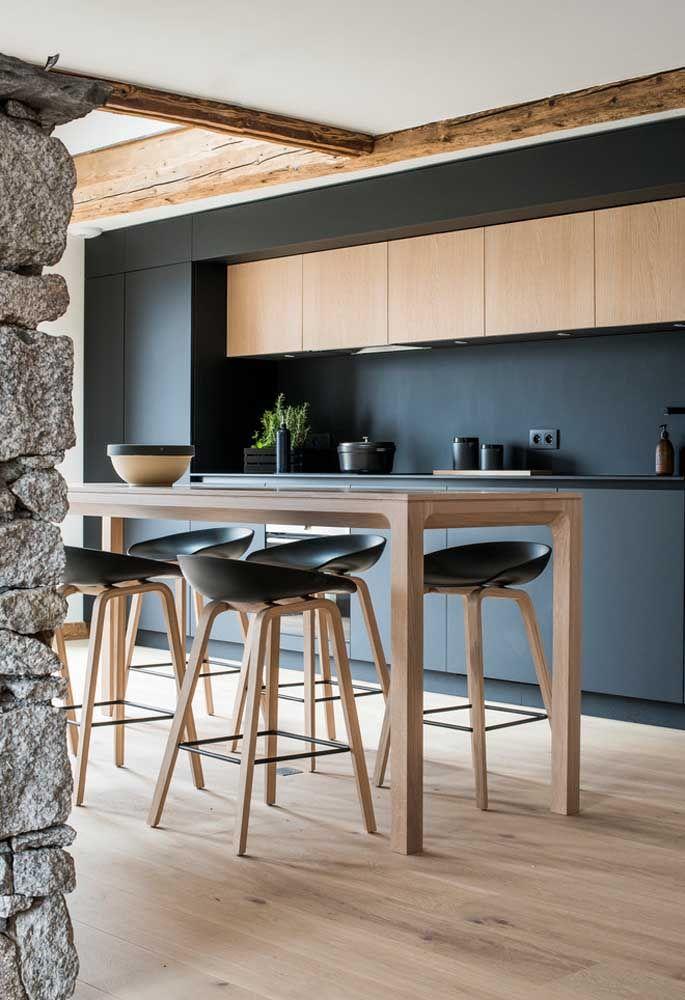 Que tal colocar um piso de madeira na cozinha?