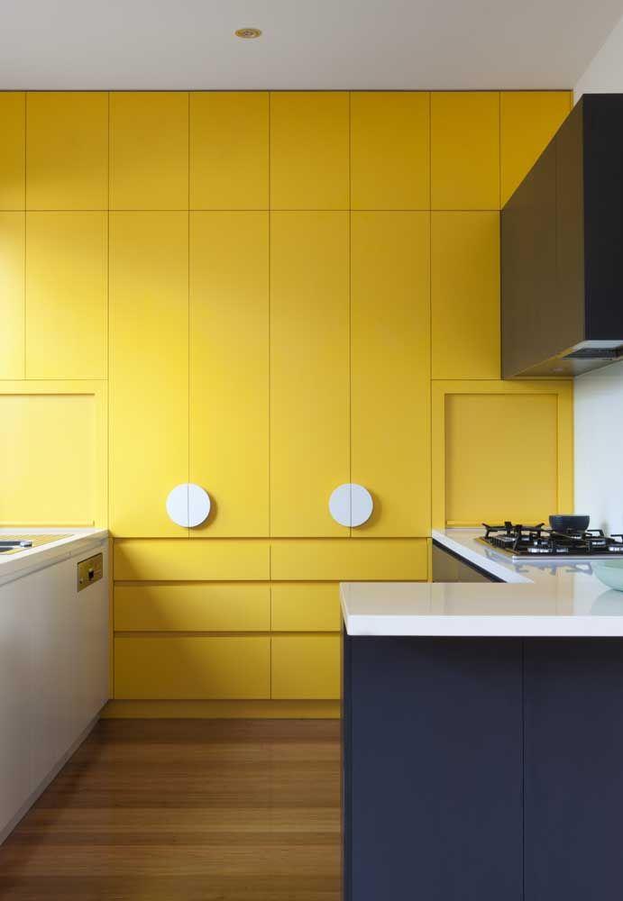 Que tal investir no amarelo para destacar uma parede?