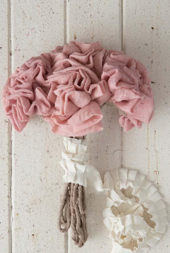 Buquê com flores de tecido